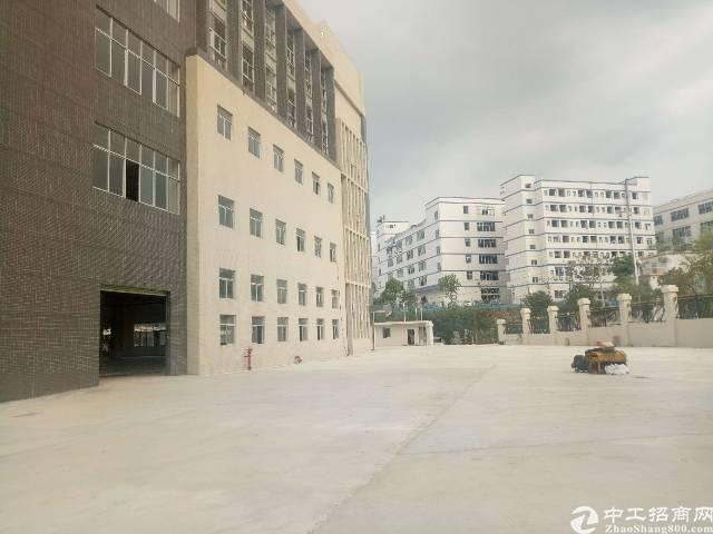 平湖华南城边上新出一万二千平方独院厂房招租