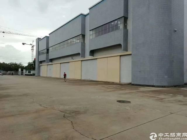 出租保安区福永镇塘尾地铁口附近钢构