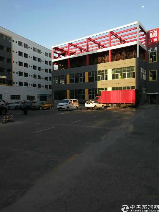龙华新区观澜楼上一整层1600平标准厂房出租,园区形象高大上