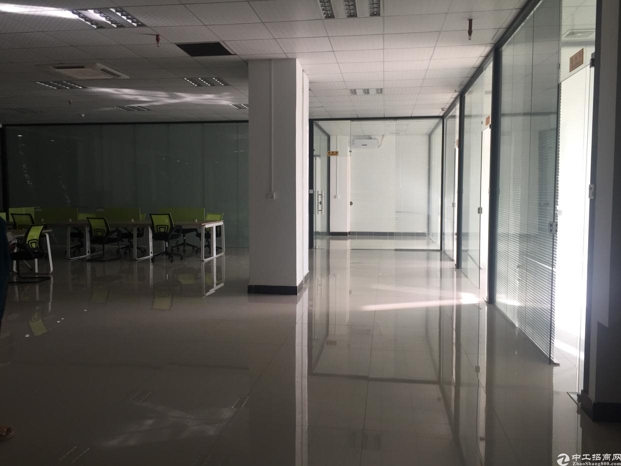 西乡碧海湾地铁口新出楼上538平米精装写字楼招租
