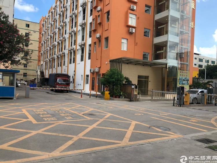 福永和平新出楼上整层1800平米带装修厂房