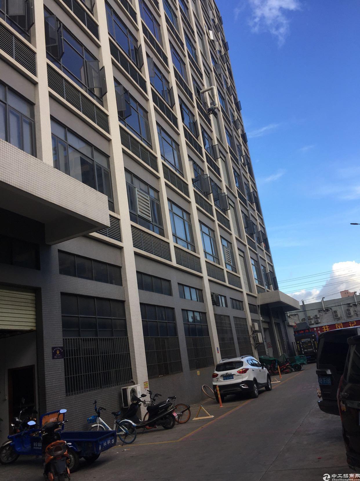 位于龙大高速出口附近楼上1680平房原房东无公摊低价出租10