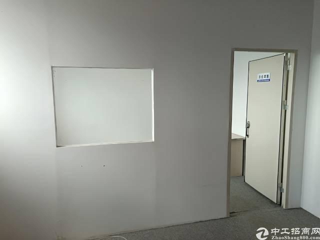 平湖华南城西门楼上350平方标准厂房出租-图3