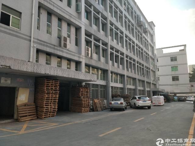 公明靠近石岩新出三楼2500平米精装修厂房免转让