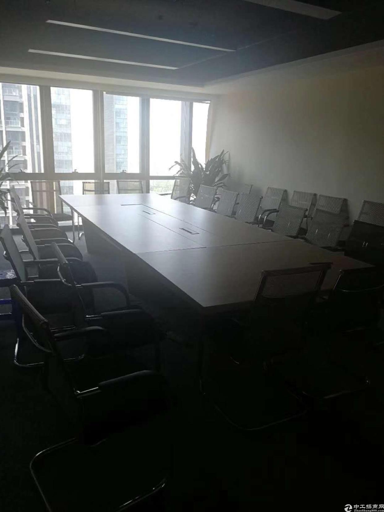 清湖地铁口精装办公室218平租80块一平户型方正家私全