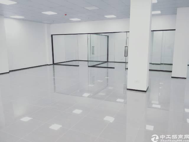 龙华清湖地铁站,豪华精装修268平写字楼