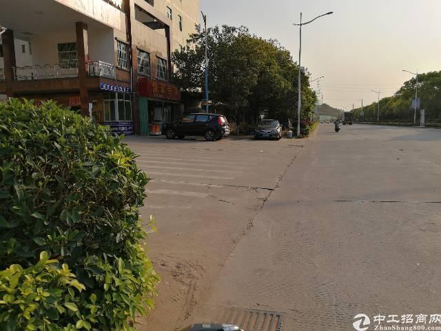 平湖新出带红本,已过消防工业区一楼400平米厂房招租