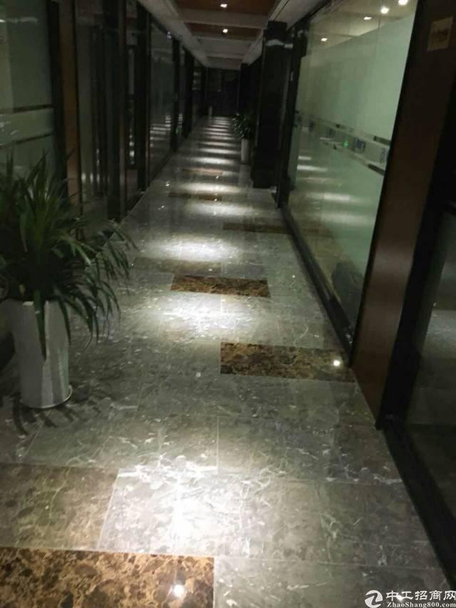 布吉丹竹头地铁站300米内,写字楼办公2000平方,可分租
