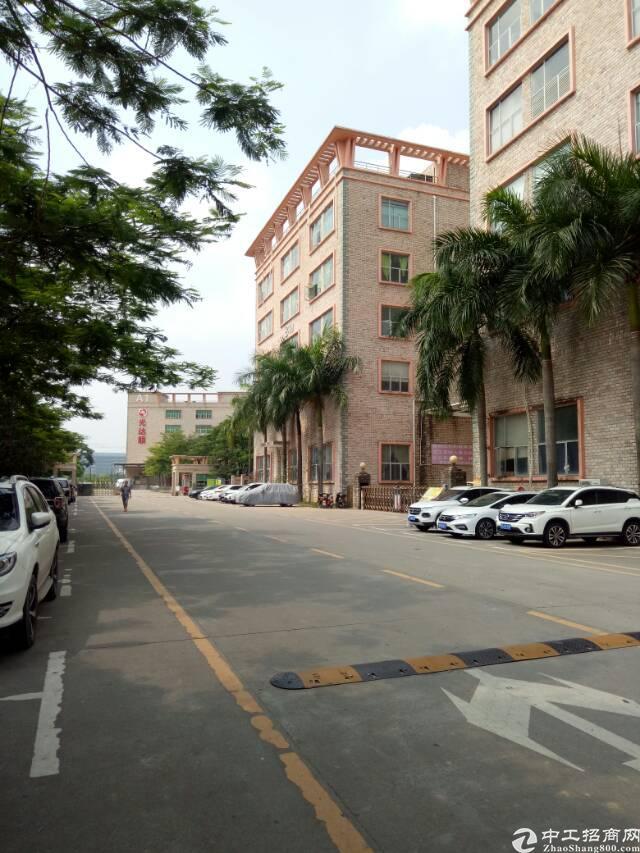 坑梓龙田三楼现成装修厂房2550平方有红本
