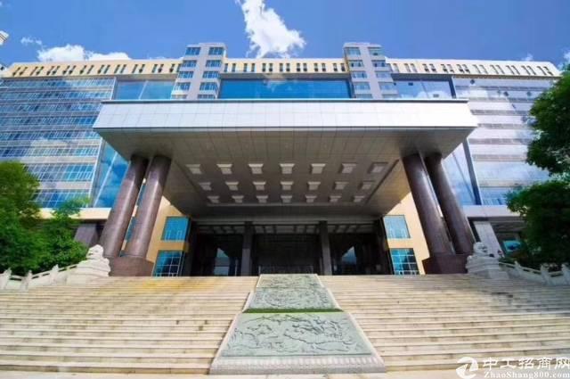 龙华区新出高新园区3楼1500平,带办公室,可拿高新补贴。
