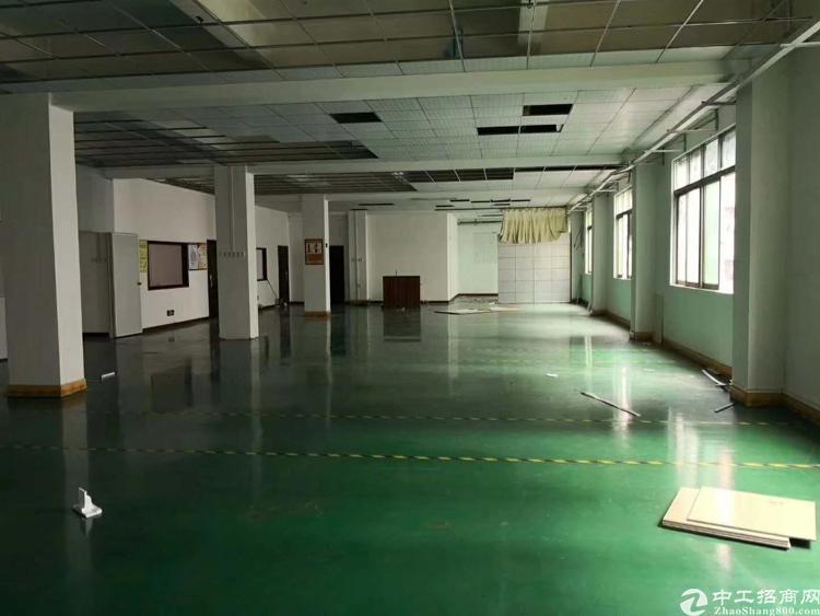 龙岗嶂背社区楼上800平精装修厂房出租