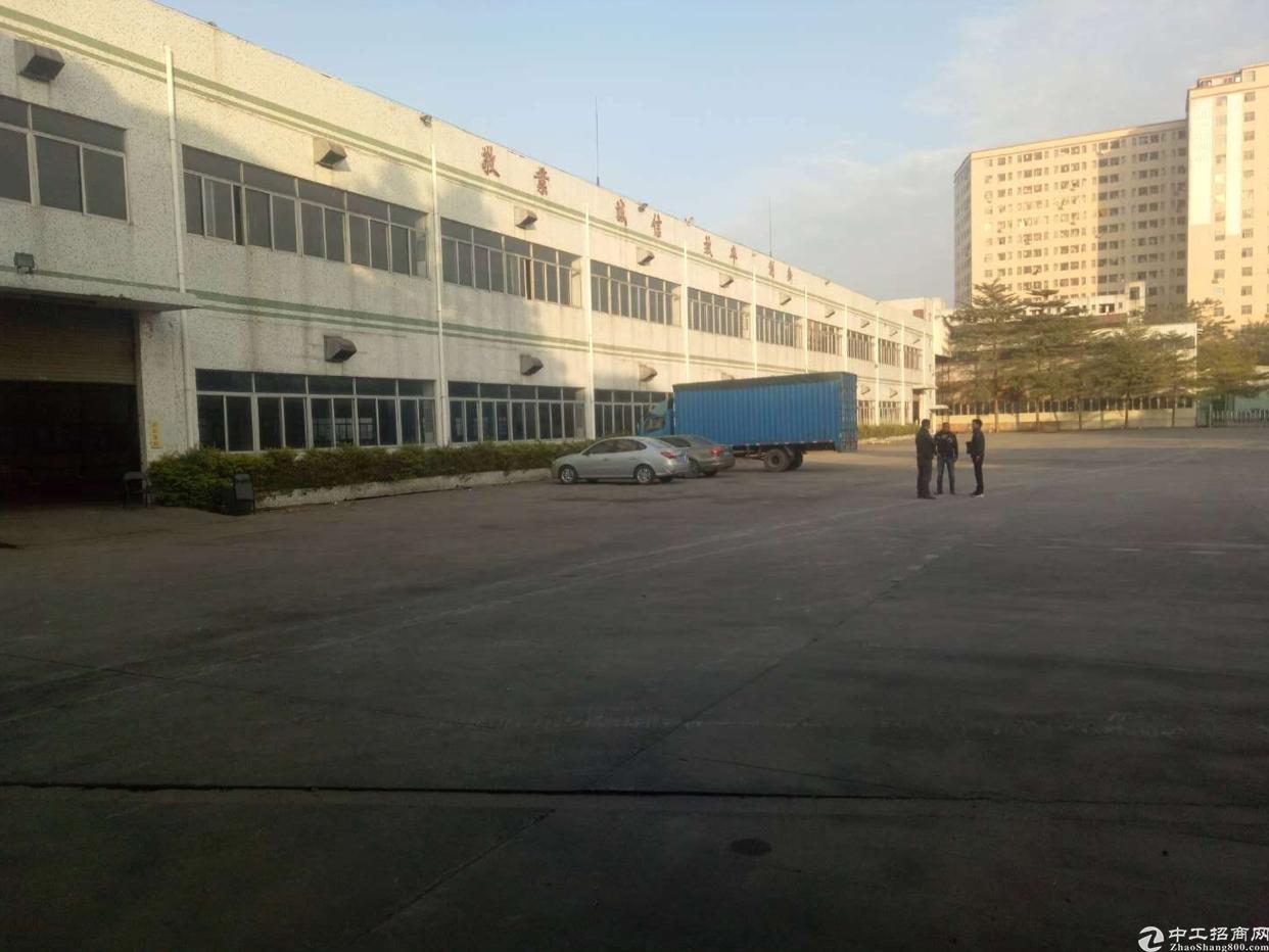 坂田周边独院厂房1-2楼8400平方可分租超大空地