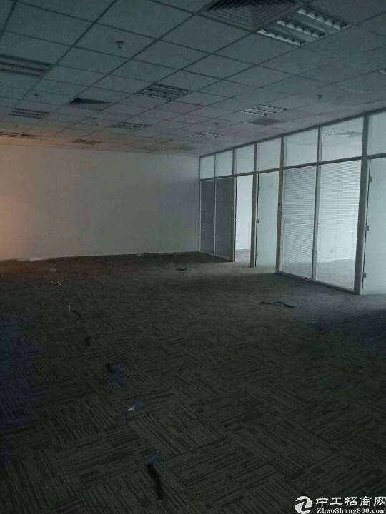 坪山新出精装修办公室写字楼200平,只需20元一平。