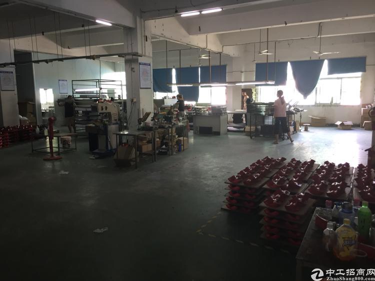 沙井庄村附近新二楼750标准厂房。电梯口旁 带地坪漆
