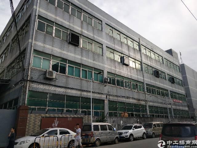 深圳石岩独院方正楼上1800平厂房出租