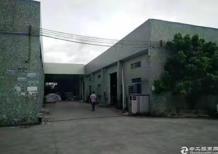 大道边上单一层厂房出租高度5.5米。现成办公室