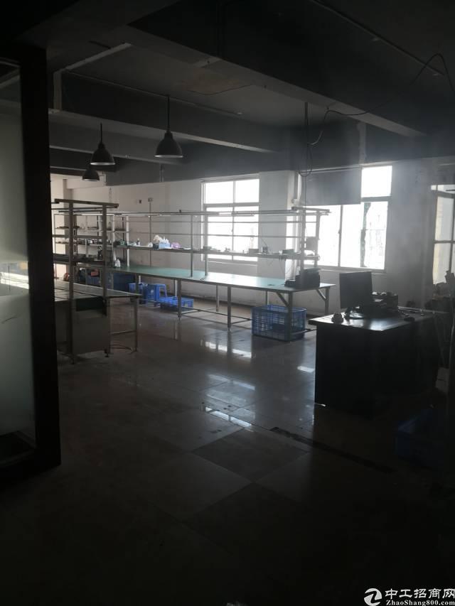 布吉布澜路靠近石芽岭学校650平方厂房办公,实用率高,装修好