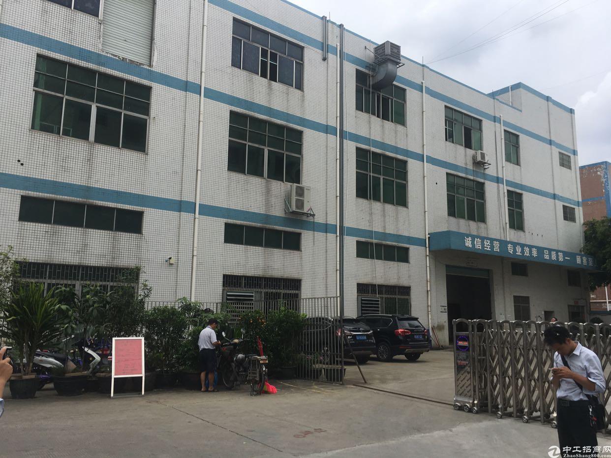 松岗宝安大道边新出楼上原房东厂房1400平方米