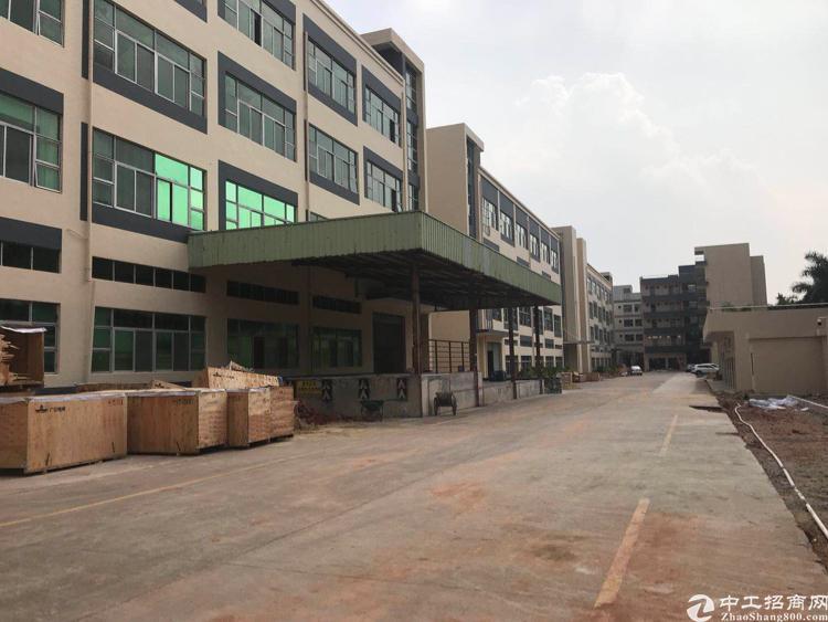 坪山大工业区旁新出三楼整层1850平米,精装修