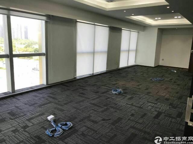 宝华地铁口50米585平精装修,适合各种行业