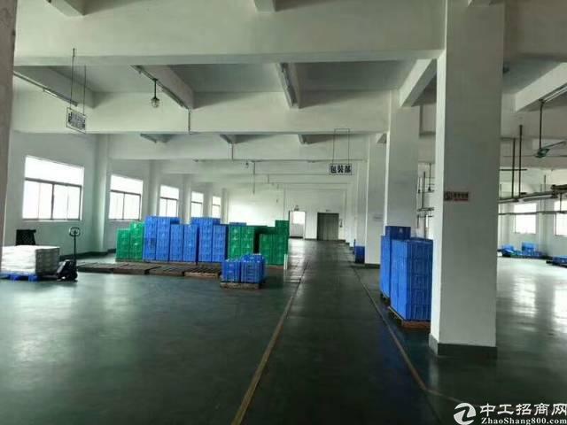 平湖辅城坳工业区新出楼上厂房2200平带装修无需转让费