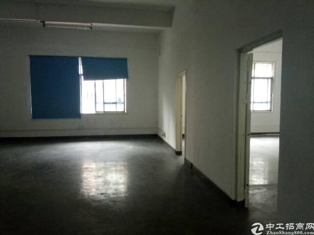 龙华新区观澜楼上一整层1400平出租。