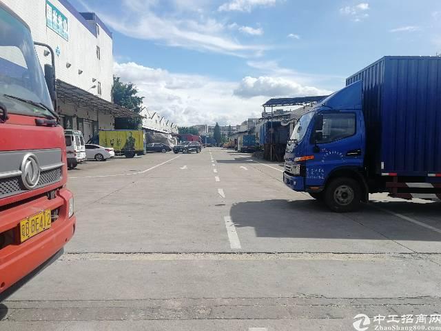 龙华清湖地铁站附近新出一楼带卸货平台厂房,园区好进出车,带红