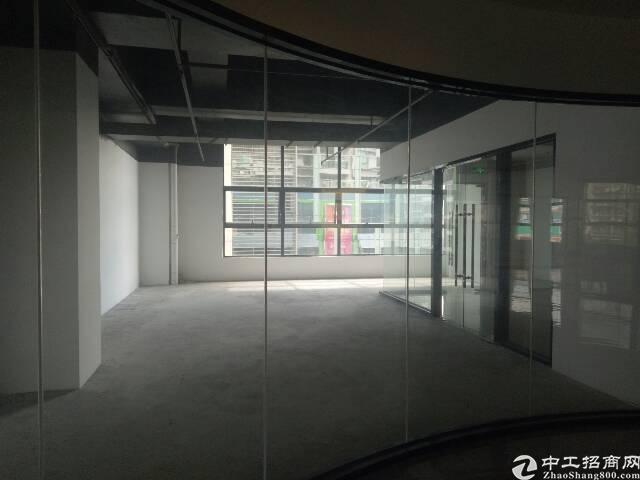 福永107国道靠机场精装写字楼特价出租,面积大小可分