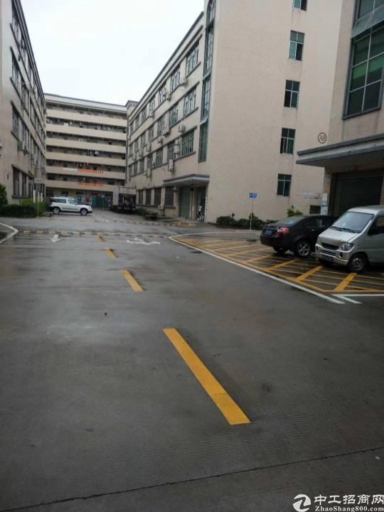 福永和平楼上整层2200平方厂房出租