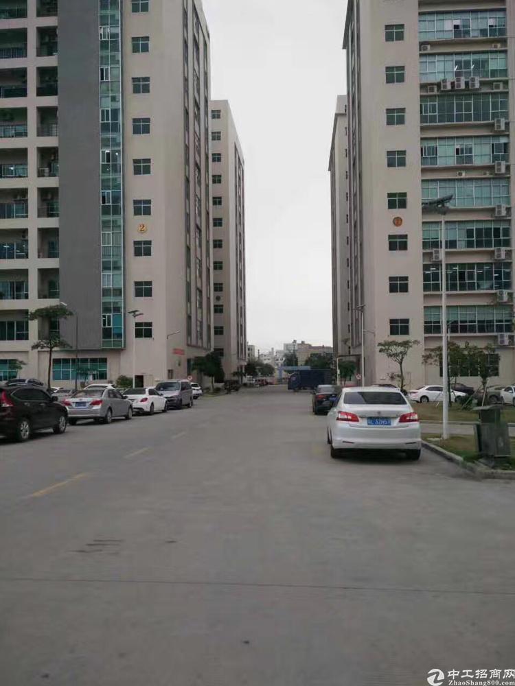 福永新出大型工业区整层2100平米厂房出租