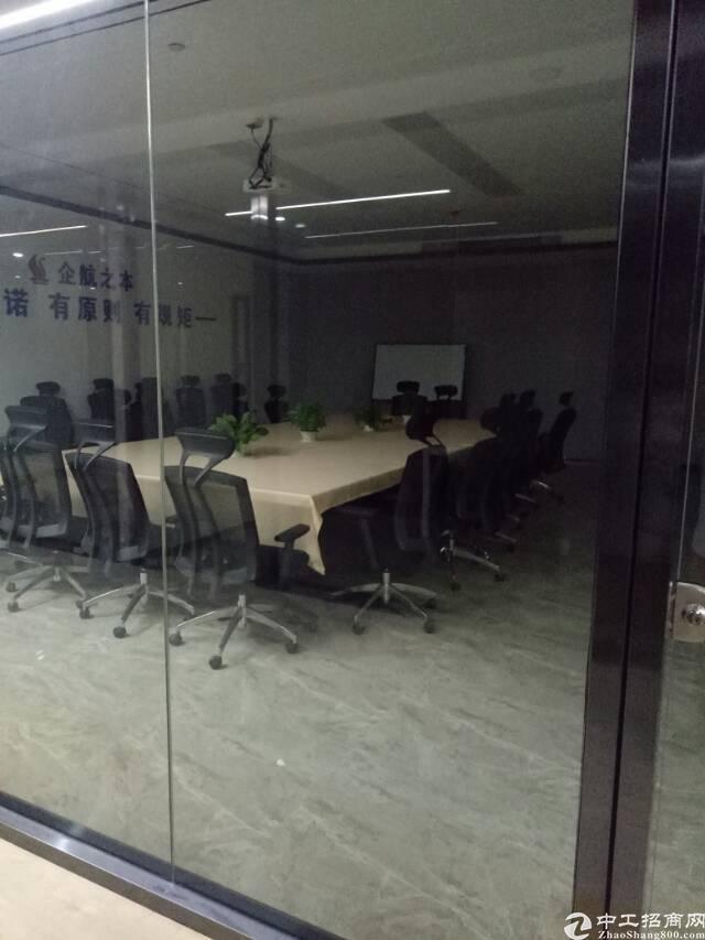 石岩松柏路边上新出2楼4000㎡精装生产车间,玻璃走廊。