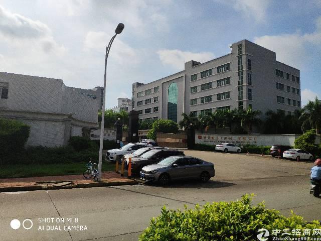 松岗燕川新出楼上厂房2100平方带装修有红本低价出租