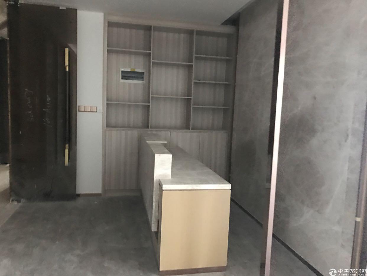 大浪布龙路边精装修169平7200元办公室带隔间