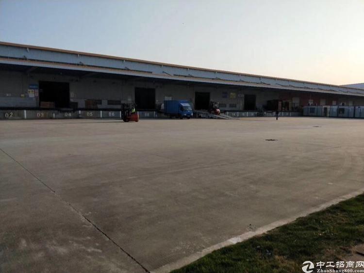 龙华民治高速口附近1楼带红本仓库出租4400
