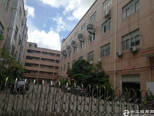 龙岗高速出口独院厂房4层6600平米有电梯和卸货平台价格便宜