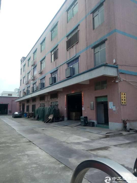 平湖华南附近新出一二楼每层1000平方带装修厂房招租《可分》