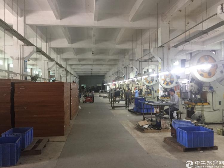 松岗宝安大道边新出一楼七米带带牛角厂房3200平米无公摊出租