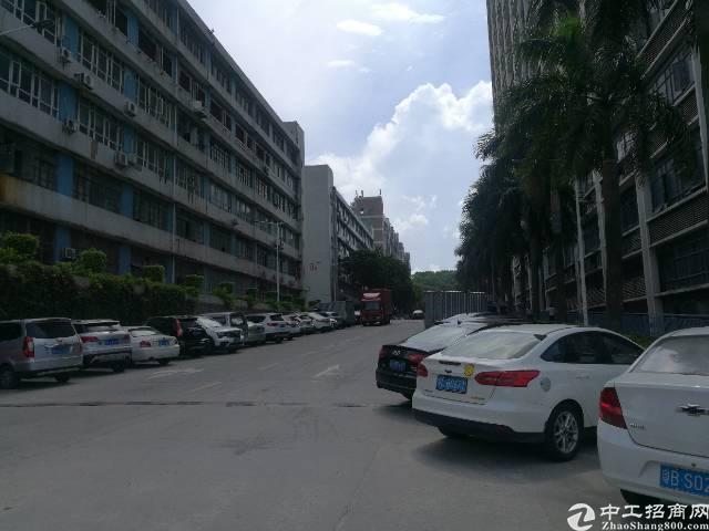 西乡鹤州恒丰工业城楼上整层2100平米大小可分租