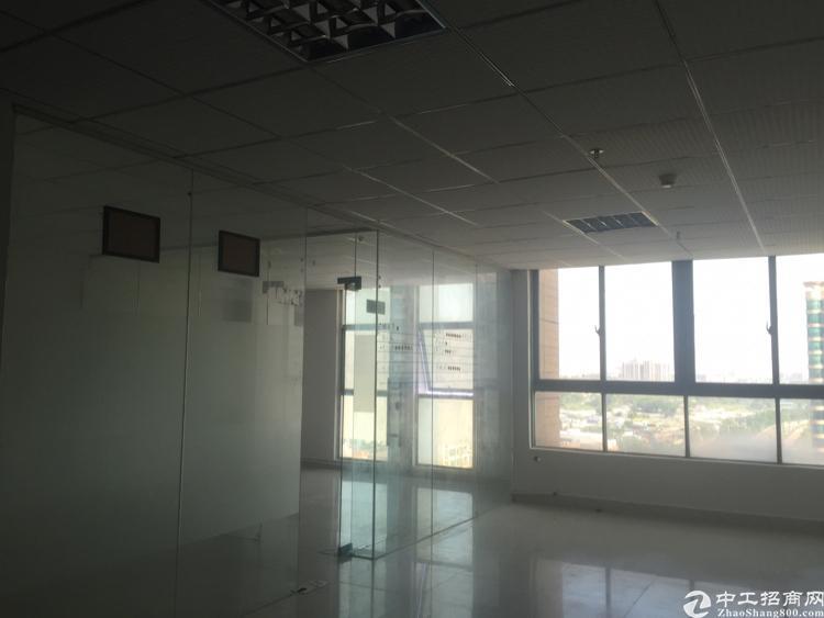 福永桥头东海百货楼上精装带隔间98平面积实在
