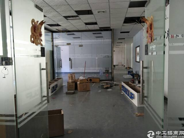 坪山江岭社区新出楼上518平米,简装有地坪漆