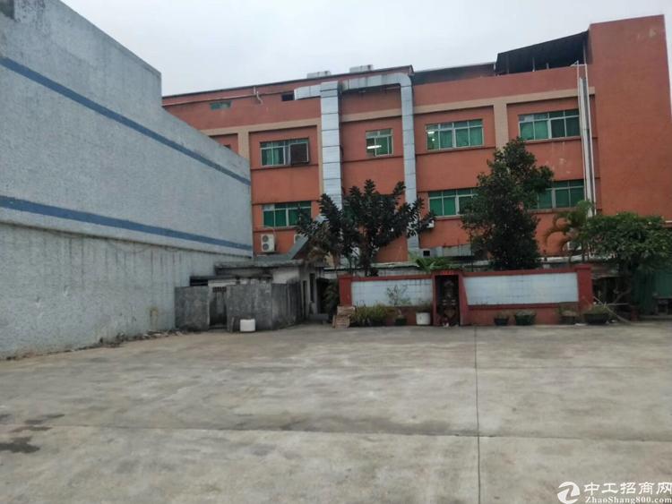 标准独院厂房,总面积6600平方,厂房三层4200平方,铁皮