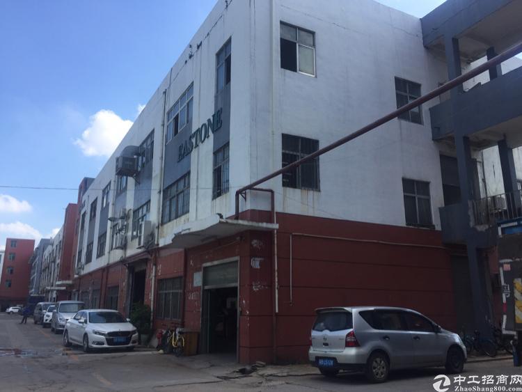 沙井后亭地铁口附近新出楼上2000平方厂房出租