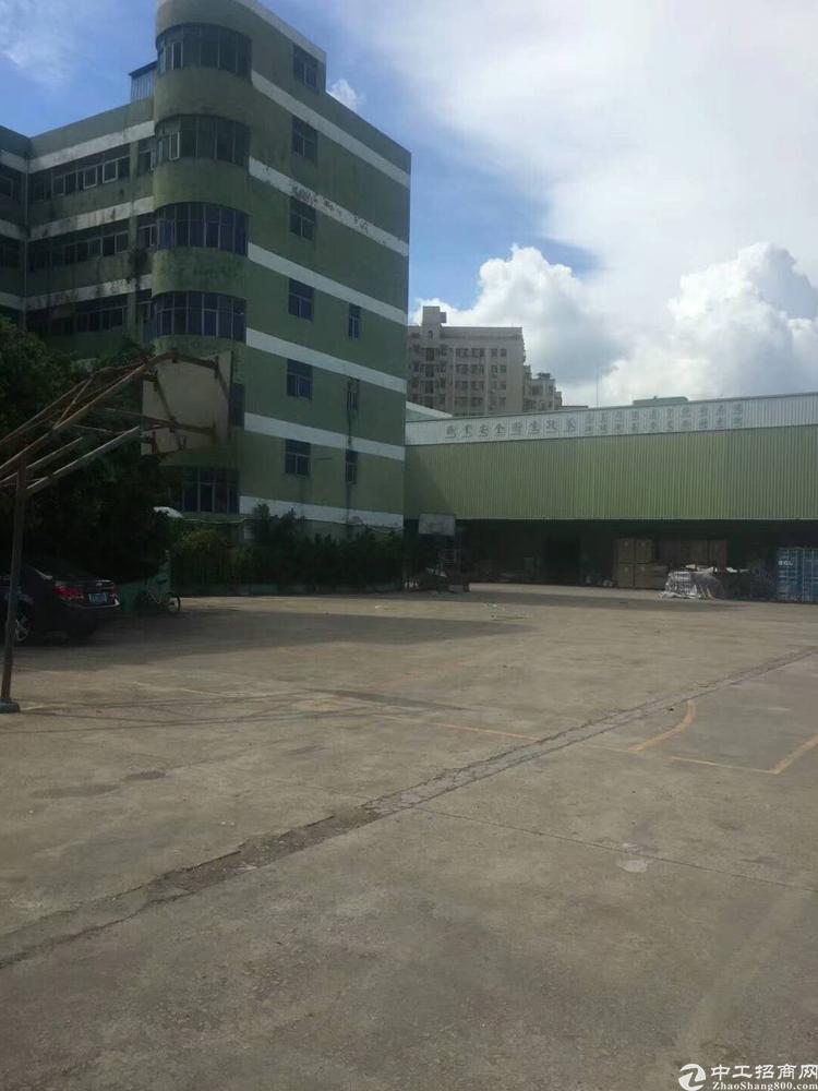 龙华中心区高速口400米处一楼厂房13000平出租层高八米