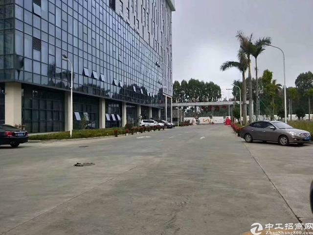 大浪福龙路出口附近新出红本厂房6楼1750平