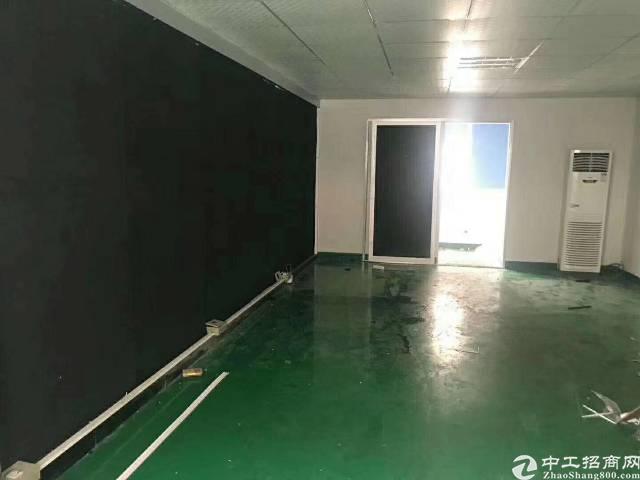 福永地铁口楼上600平方原房东厂房,精装修,不需要转让费。