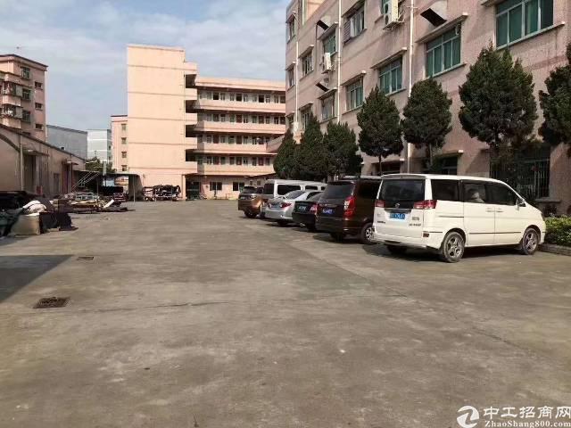 平湖辅城坳有装修1300平方一层厂房出租(3楼)