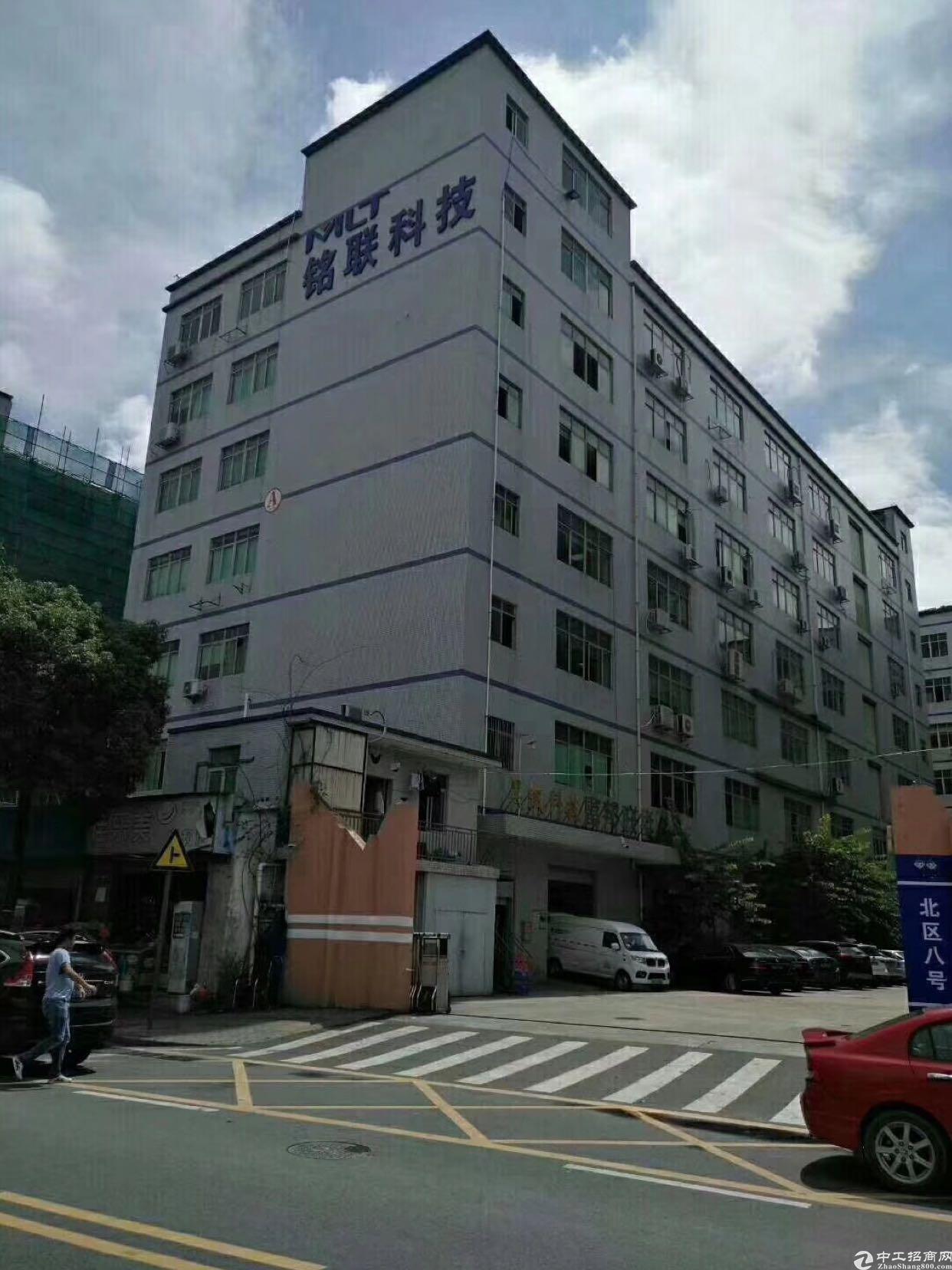 坂田上雪科技园带装修1700平方大小分租一楼1400平方可分