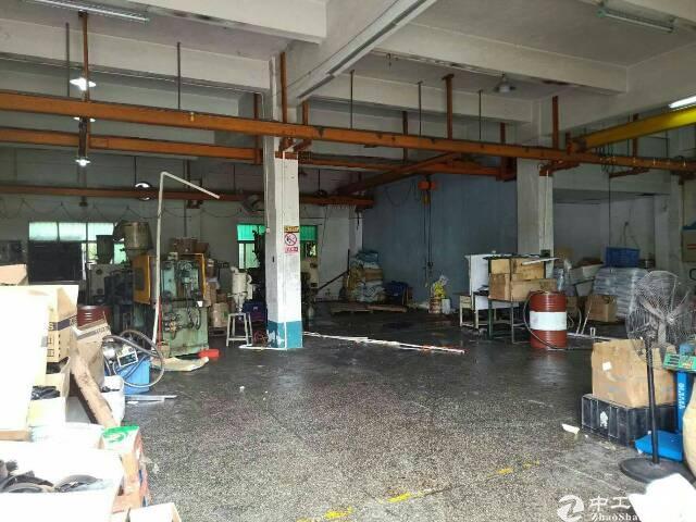平湖新出一楼500平米带行车厂房对外出租