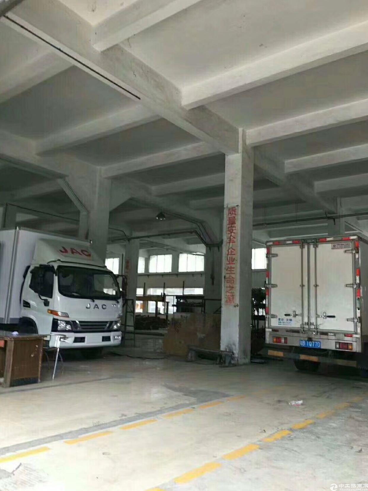 坪山大工业区 一楼 1980平高7.5米货车可倒进去
