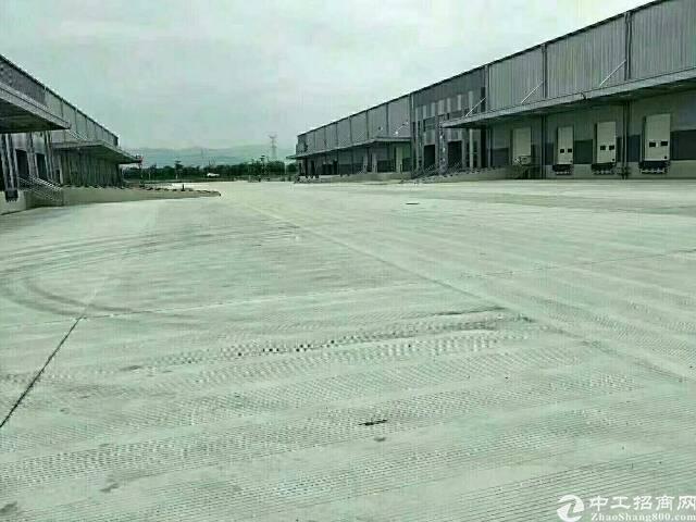 大岭山莞深高速出口附近国有证带高台8000平方厂房出租